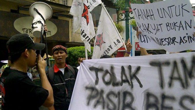 Demo Tolak Tambang Pasir Besi Ternyata Panas-Panas Tai Ayam