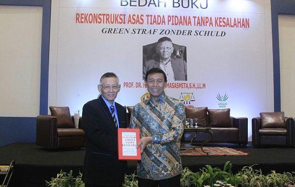 Menko Polhukam Wiranto Apresiasi Buku Romli Atmasasmita