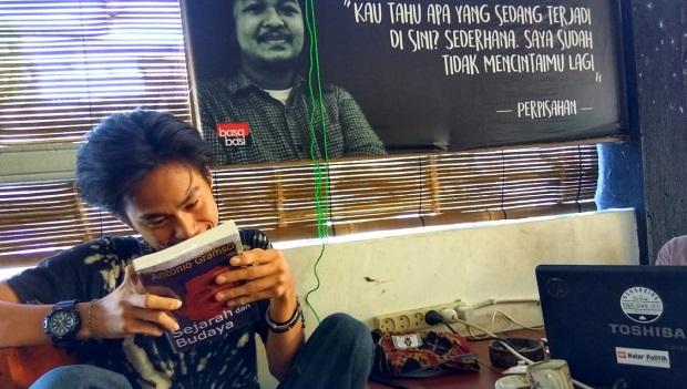 Dengan Buku