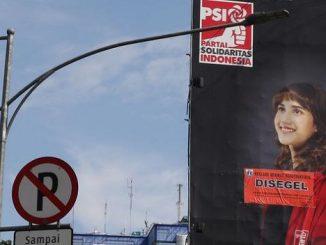 Billboard Legal Tsamara Amany Disegel Pemrov DKI