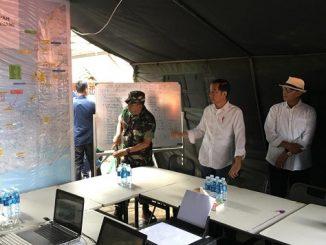 Meninjau Korban Tsunami Selat Sunda