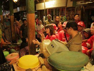 Buktikan Harga Pangan Stabil dan Serap Aspirasi, PSI Blusukan Pasar di Lamongan