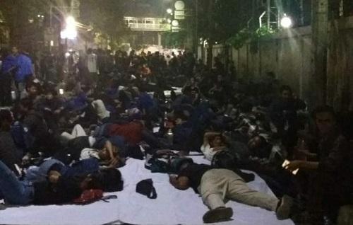 Mahasiswa Atma Tidur di Jalan karena Rektor Gak Mau Buka Pintu Kampus (Hoaks!)