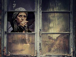 Petuah Bapa Menatap Kaca Jendela