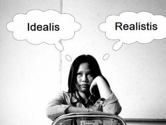 Idealis tapi Utopis, Realistis namun Tragis