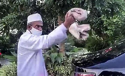 Umar Abdullah Assegaf dan Kesalehan Seseorang