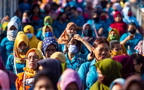 Nalar Politik – Kepala Dinas Penanaman Modal dan Pelayanan Terpadu Satu Pintu (DPMPTSP) Jawa Barat Noneng Komara Ningsih berharap UU Cipta Kerja, dalam pengaplikasiannya, bisa meningkatkan kemudahan berusaha di Jawa Barat dan Indonesia secara umum. Ia juga menyebut muara investasi adalah kesejahteraan masyarakat.
