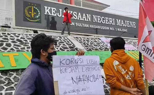 Solidaritas Perjuangan Mahasiswa Bongkar Kasus Korupsi DPRD Majene