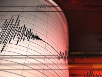 Gempa dan Rindu yang Keras Kepala