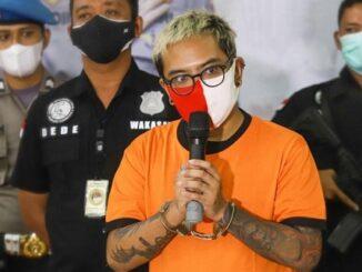 Media Homofobia dan Polisi yang Asal Umbar Info Pribadi Coki Pardede